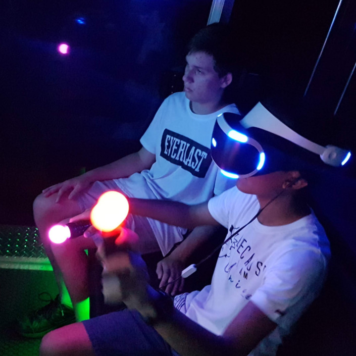Virtual Reality - Video Game Party