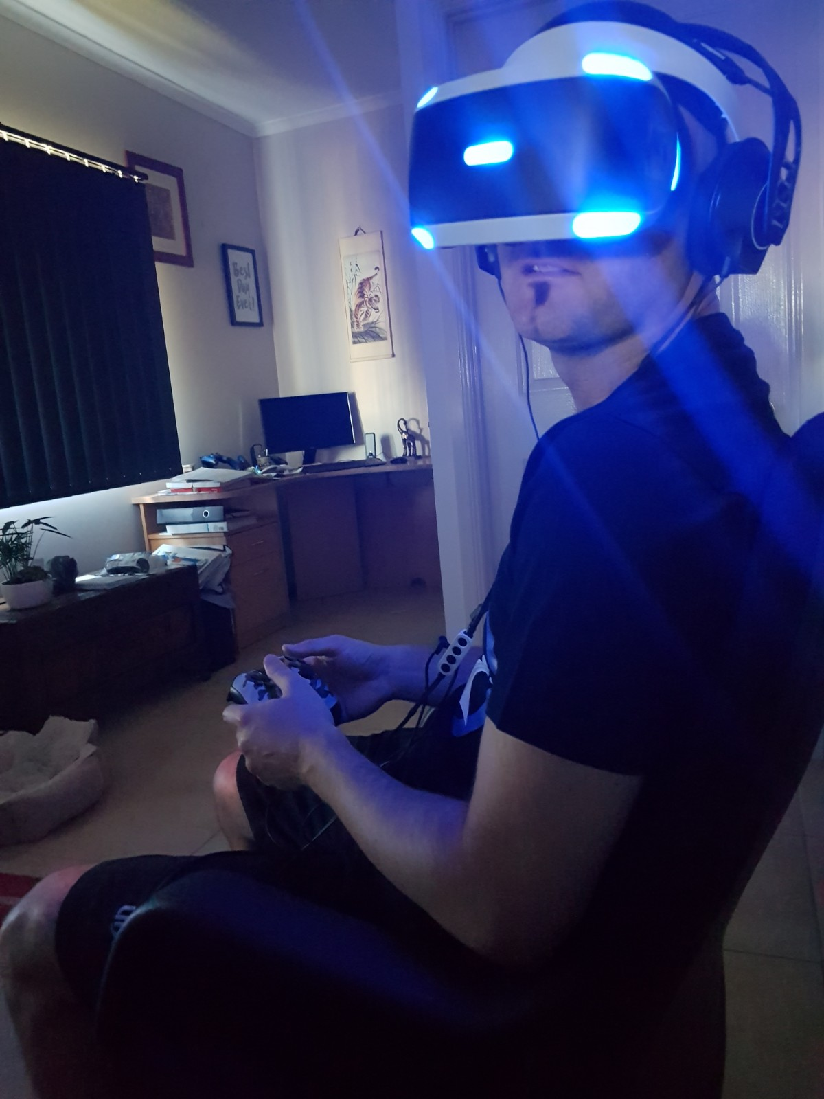 Mr Ghostly immersed into the virtual reality world